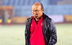 Nỗi lo của HLV Park Hang-seo và sự lạc lõng của bóng đá Việt Nam