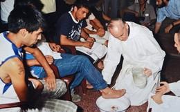Tân Giáo hoàng tới trại giam rửa chân cho tù nhân