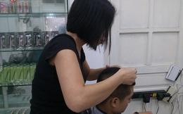 Nhổ tóc bạc - Nghề kiếm tiền 'độc' ở Hà Nội