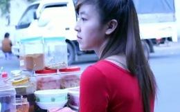 Vẻ đẹp của cô gái bán bánh tráng trộn hút hồn cư dân mạng