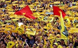Khán giả lũ lượt trở lại với bóng đá Việt Nam