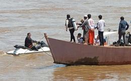 Chùm ảnh: Thợ lặn Thái Lan tìm kiếm thi thể vụ máy bay rơi ở Lào