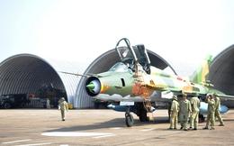 """Cận cảnh """"Đôi cánh ma thuật"""" Su-22 bảo vệ vùng trời Thủ đô"""