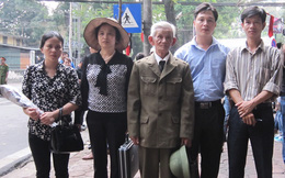 84 tuổi, mới ốm dậy vẫn vượt 300 cây số đến viếng Đại tướng