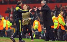 """VIDEO: Sir Alex """"chửi"""", Ferdinand vỗ tay """"khen đểu"""" trọng tài"""