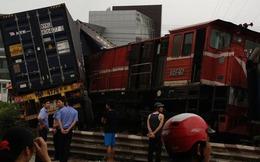 Xe container bất ngờ lao vào tàu hỏa