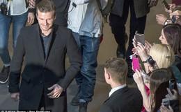 CHÙM ẢNH: Beckham đắc tội với fan nữ