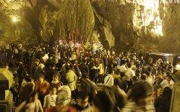 Hàng ngàn người đội mưa khai hội chùa Hương