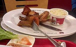 KFC bán gà rán bốc mùi khó chịu cho khách hàng
