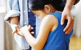 Bé gái bị hiếp xong vứt vào thùng rác gây phẫn nộ dư luận