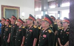 Người dân TP. HCM dõi theo hành trình về đất mẹ của Đại tướng