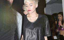 """Miley Cyrus """"thác loạn"""" ở hộp đêm dù chưa đủ tuổi"""