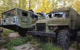 """""""Thám hiểm"""" kho vũ khí Liên Xô giữa rừng hoang"""