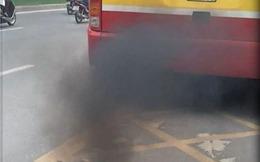 Phun khói đậm đặc - nét đặc trưng của xe buýt Hà Nội?