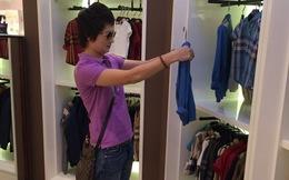 Thúy Vinh một mình đi sắm đồ cho con trai