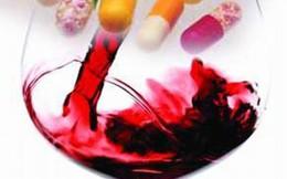 """7 loại thực phẩm dùng khi uống thuốc sẽ """"gây họa"""""""
