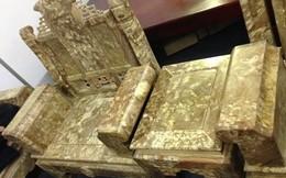 """""""Lác mắt"""" với bộ bàn ghế gỗ ngọc nghiến giá hơn 200 triệu đồng"""