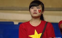 Ngỡ ngàng giọng hát của fan nữ khóc vì U19 Việt Nam