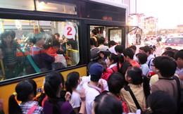 """""""Xe buýt Hà Nội như một cái xe chở lợn!"""""""