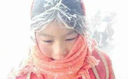 """Xót xa hình ảnh những đứa trẻ """"đóng băng"""" khi tới trường trong cái lạnh 5 độ C"""