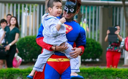 Clip OnlyC làm siêu nhân bắt cướp làm vui lòng em bé bệnh nặng