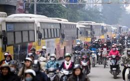 Hàng chục xe buýt rồng rắn bò qua điểm sập 80 tấn bê tông