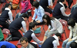Xúc động những hình ảnh trong lễ rửa chân cho mẹ ở Hàn Quốc