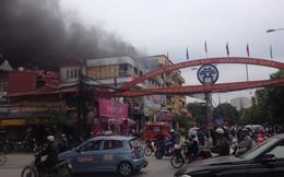 Cháy lớn tại cửa hàng bán thức ăn nhanh thuộc Thanh Xuân Bắc