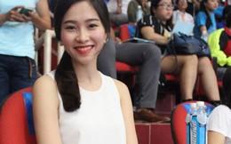 """Hoa hậu Thu Thảo khiến khán giả """"đứng tim"""" khi đi xem bóng đá"""