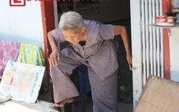 Cụ già phải trèo ra khỏi nhà do... nâng mặt đường
