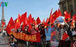 Biểu tình phản đối TQ ở Paris: Gặp lái xe của bà Nguyễn Thị Bình