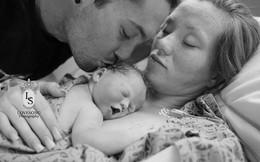 Nghẹn ngào ảnh bố mẹ bên con gái nhỏ chết lưu thai
