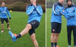 """""""Sao"""" Arsenal cười nhe nhởn trước đại chiến gặp Man United"""
