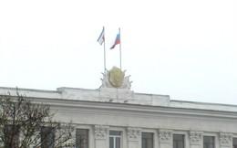 Cờ Nga đã tung bay trên nóc tòa nhà chính phủ Crimea, Ukraine