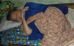 Gã đàn ông táo tợn nhảy lên giường bóp cổ cụ bà cướp vàng