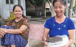 Mẹ Công Phượng và gói bánh đa quà quê cho con
