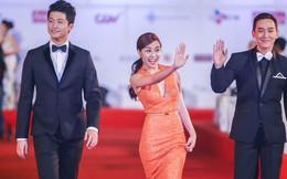 Hoàng Thùy Linh thu hút chú ý ở Liên hoan phim