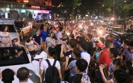 Náo loạn đường phố vì chiêu quảng cáo... toàn gái đẹp và sao Việt