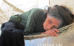 """26 năm, """"mẹ Gạc Ma"""" vẫn ôm ảnh con ngồi khóc một mình..."""