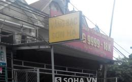 """Chủ tiệm vào ăn cơm, trộm lẻn vào """"cuỗm"""" cả khay vàng"""