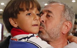 Ông bố tị nạn Syria bị ngáng chân dính cáo buộc là khủng bố