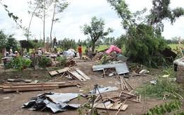 Hàng chục nhà dân bị sập và tốc mái do gió lốc ở Lâm Đồng