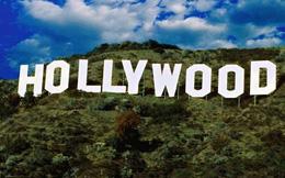 Ca sĩ Nga bị Mỹ bắt vì treo cờ trên đỉnh Hollywood