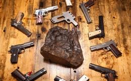 Mỹ chế tác súng lục giá triệu USD từ thiên thạch niên đại hàng tỉ năm