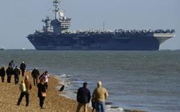 """Tàu sân bay Mỹ neo ngoài bờ biển Anh vì quá """"khủng"""""""