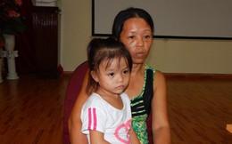 Uống nhầm nước tẩy bao tử heo, bé gái 4 tuổi suýt chết