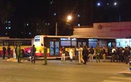 Vượt đèn đỏ, nam thanh niên lao vào đuôi xe bus tử vong
