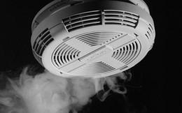 """Vì sao hệ thống báo cháy dễ """"bị lừa"""" đến vậy?"""