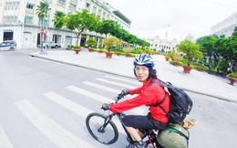 Chàng trai đạp xe xuyên Việt đưa thư cho người đã mất