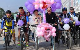 Xôn xao màn rước dâu bằng xe đạp siêu lãng mạn